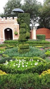 Mary Poppins topiary