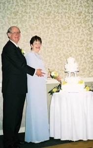 Vince and Mary Jane cut the cake