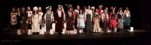 Here's a panoramic shot of the whole cast. Bravo!