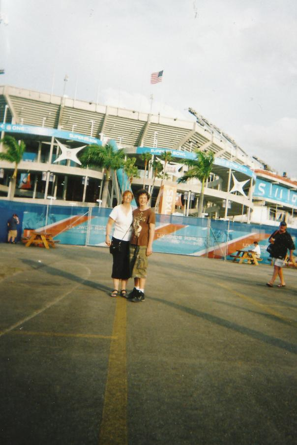 Vinnie and Elaine at the Super Bowl 2007